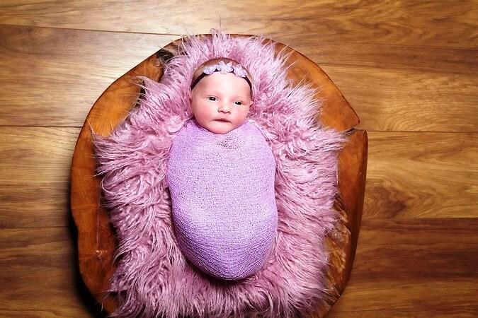 swaddling newborns - tinydale